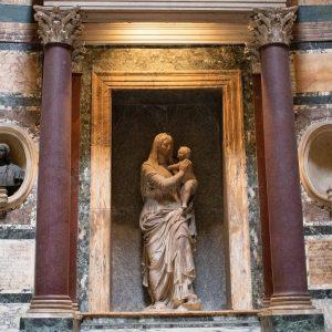 socha v pantheonu